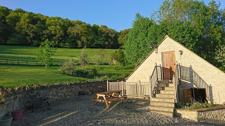 Tranquil Cotswold retreat in beautiful Slad Valley