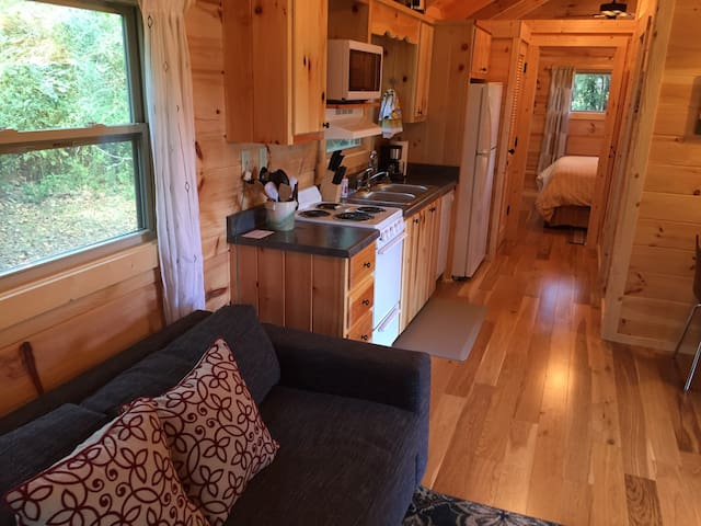 Tiny Home Cabin with Max Comforts nr TIEC Wineries