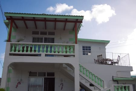 2Bdrm Apt in great area, near beach - Bridgetown - Rumah