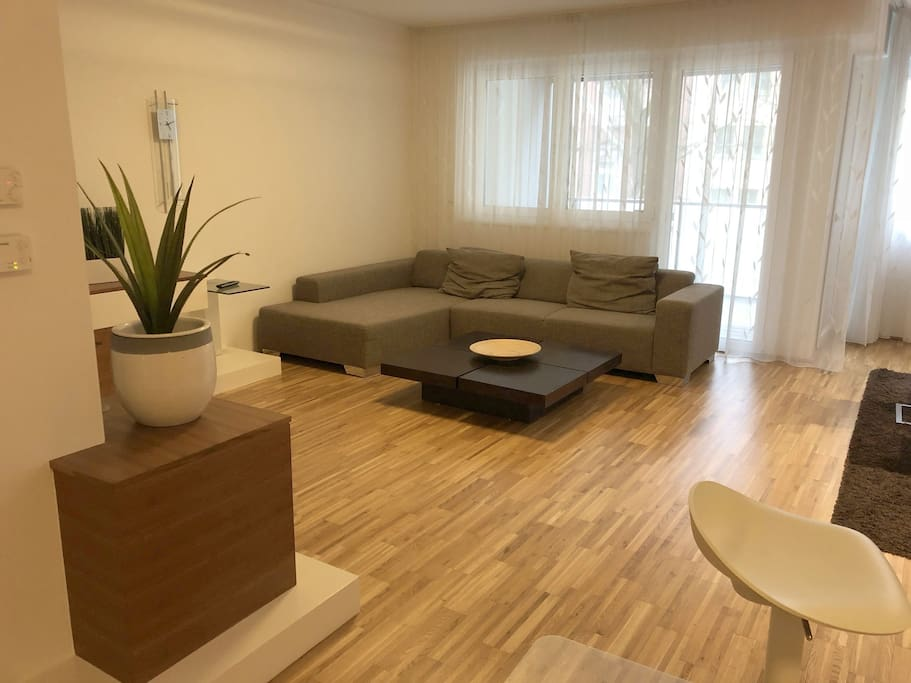 Couch und Fernseher