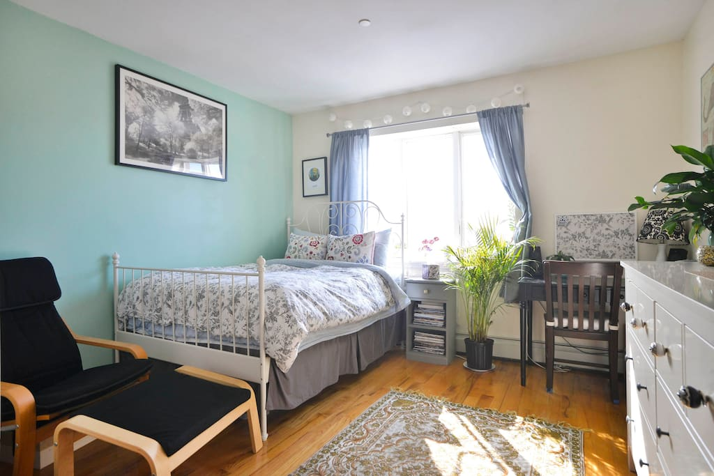 Sunny Spacious Bedroom With A View Apartments For Rent In Brooklyn New York United States