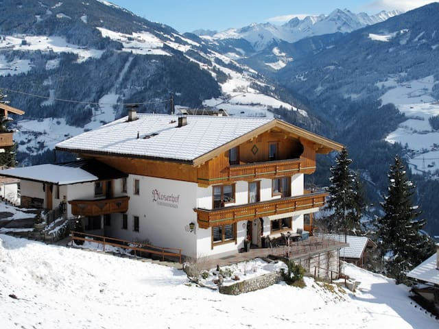 Three BDR holiday apt with balcony and amazing mountain views
