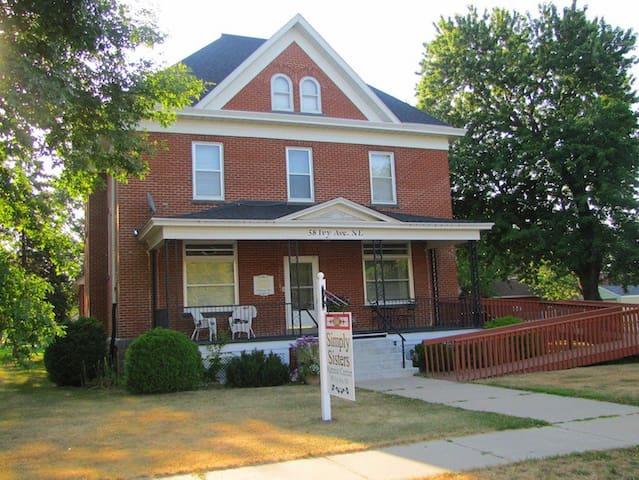 Historic 3 floor brick home! - Ричмонд - Дом