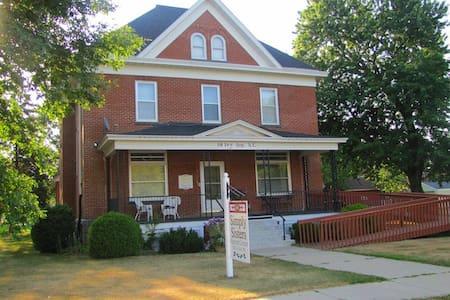 Historic 3 floor brick home! - Ház