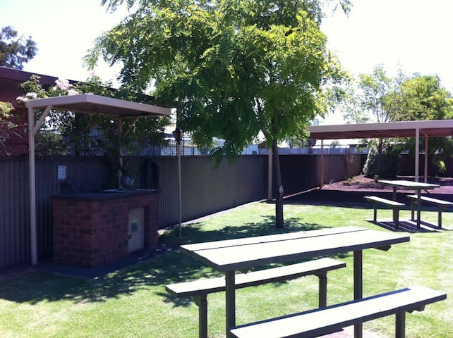 Colonial Holiday Unit - Mulwala - Appartement