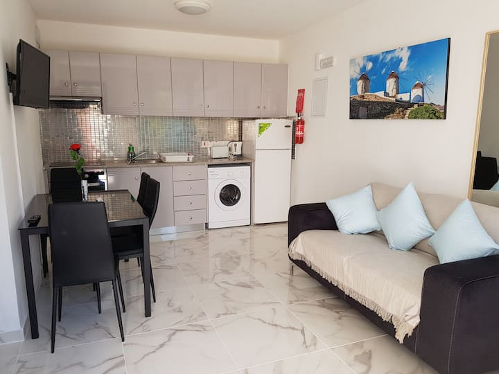 Must Stay apartment 100m from the sea (Ref: 001)