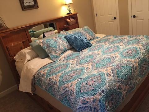 Amazing Room-King Bed in Quiet, Safe Neighborhood