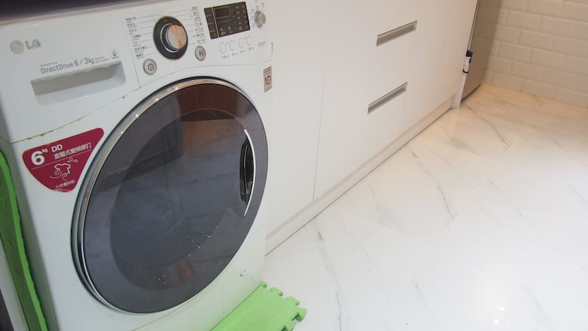 SHARED AREA: LG washing machine (Please refer to house rules for usage).