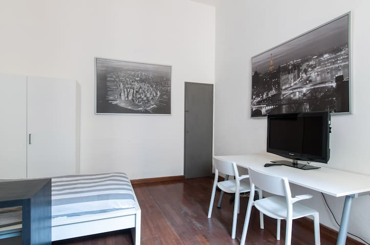 Room in Milan Center