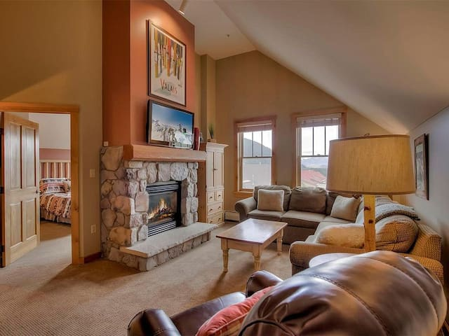 Very cozy living room with vaulted ceilings and gas fireplace, perfect after a fun-filled day on the slopes.