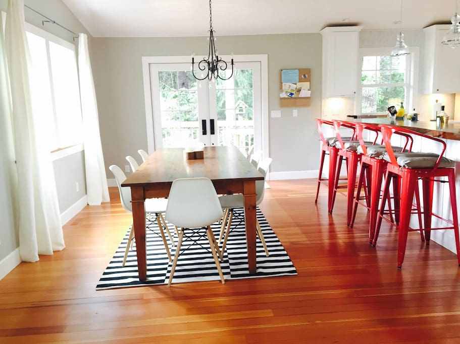 Open floor plan living room/dining/kitchen