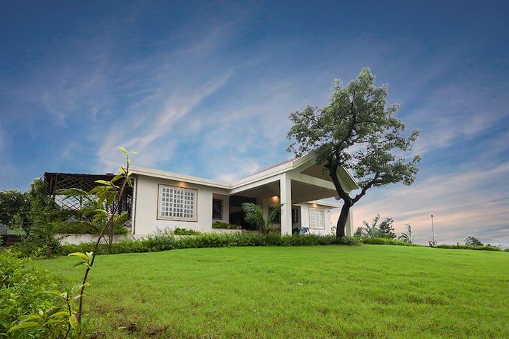 Shivom Villa 12, 3BHK Infinity Pool & Massive Lawn