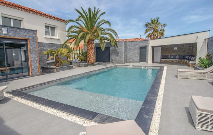 Amazing home in Le Grau d'Agde with WiFi and 5 Bedrooms