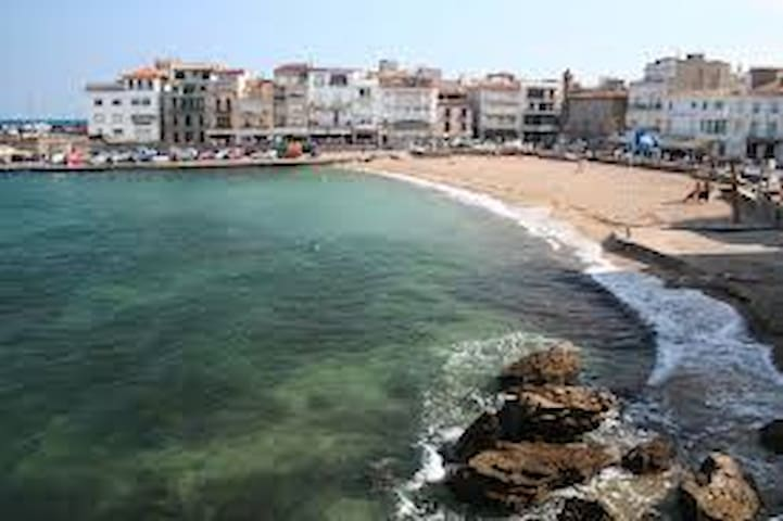 city center flat 4 min from the sea - L'Escala - Apartment