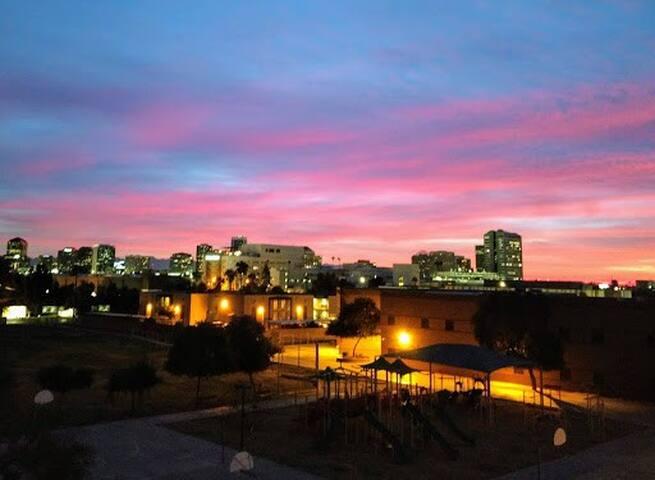 4TH Flr 1250 sq foot Gated Condo-City Views-Parking-Pool-Gym-Hot Tub