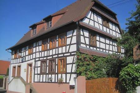 Historisches Bauernhaus im Grünen - Altenstadt bei Wissembourg - Oda + Kahvaltı