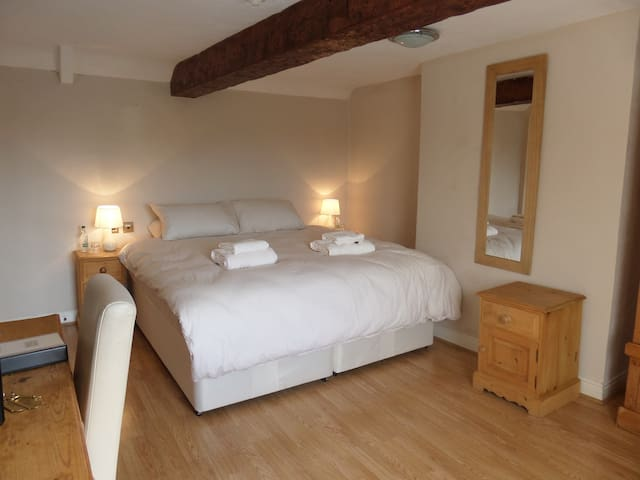 beautiful bedroom in a high quality country pub - Sutton on Trent - Bed & Breakfast