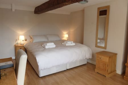 beautiful bedroom in a high quality country pub - Sutton on Trent