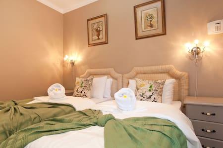Gogo Aloisia B&B Radler Room - Ciudad del Cabo - Bed & Breakfast