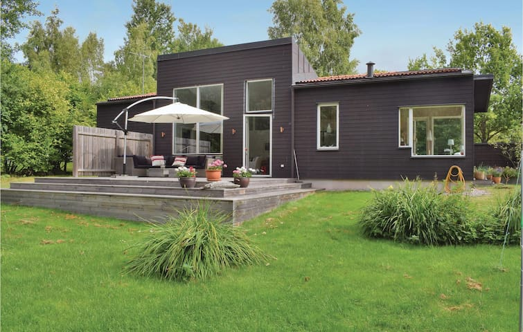 Holiday cottage with 3 bedrooms on 90 m² in Färjestaden
