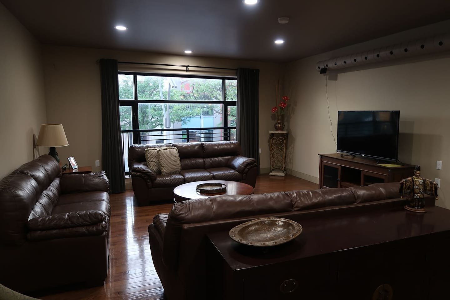 Rare rental opportunity! Spacious living space with city views of Ouellette Ave! Plenty of space to entertain!