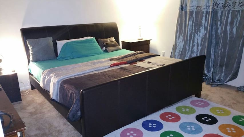 Dee's Spacious One bedroom apartment - New Carrollton - 公寓