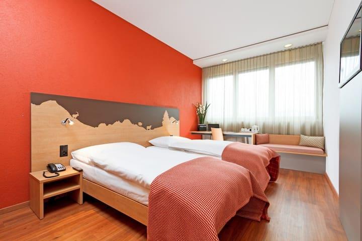 Modernes Zimmer mit eigenem Bad - Cham - Huis