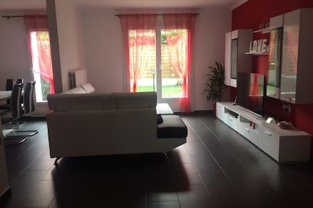 Chambre Meublée Dans Maison Individuelle - La Queue-en-Brie