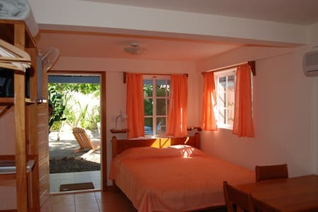 """One World Rentals""- Placencia - Wohnung"