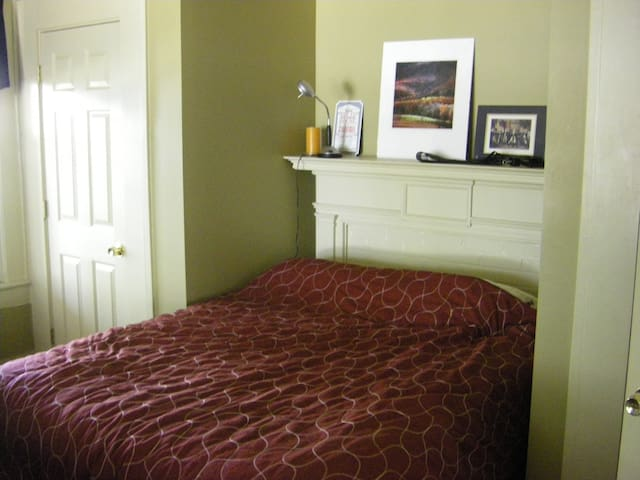Guest Bedroom Near Baseball Stadium
