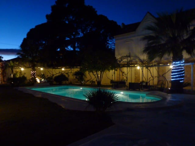 Spacious villa with pool 16 guests - Cannes - Casa