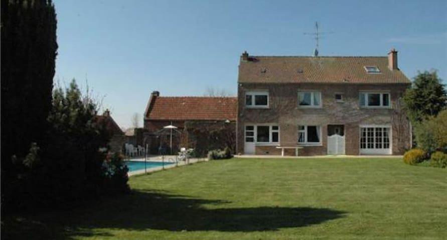 Villa avec piscine chauffée CAMBRAI - Cambrai - Seranvillers-Forenville - Bed & Breakfast