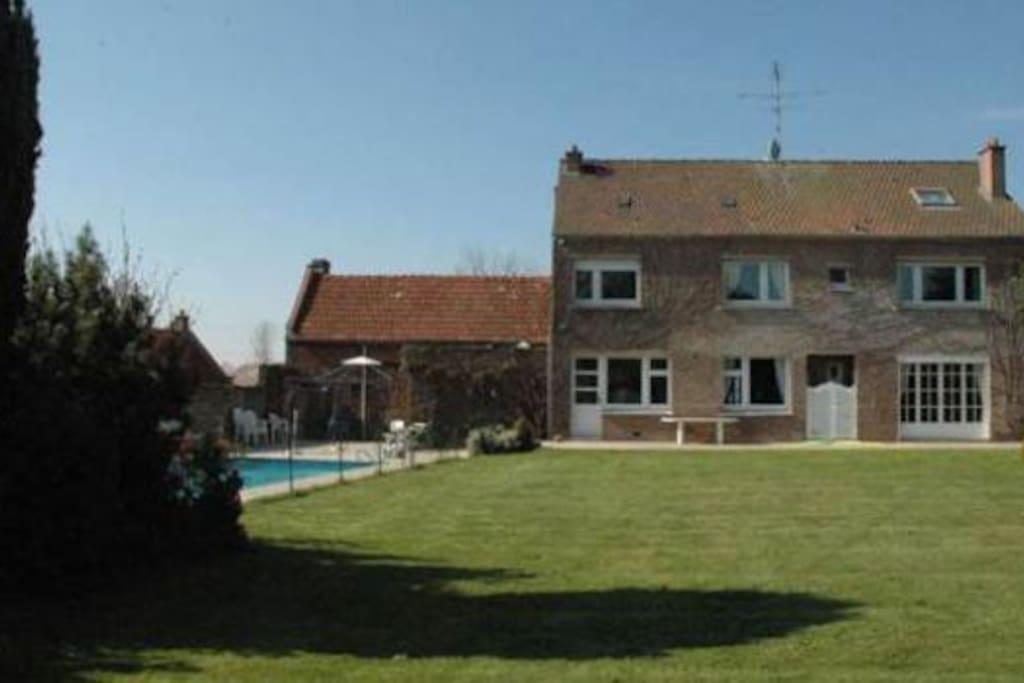 Villa avec piscine chauff e cambrai villas louer for Camping avec piscine nord pas de calais