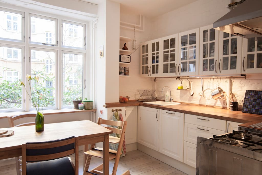 Kitchen with space to sit for 4 or 5 people
