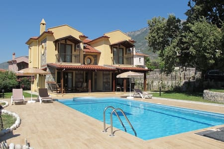 4 bedroom private villa FT11 - Villa