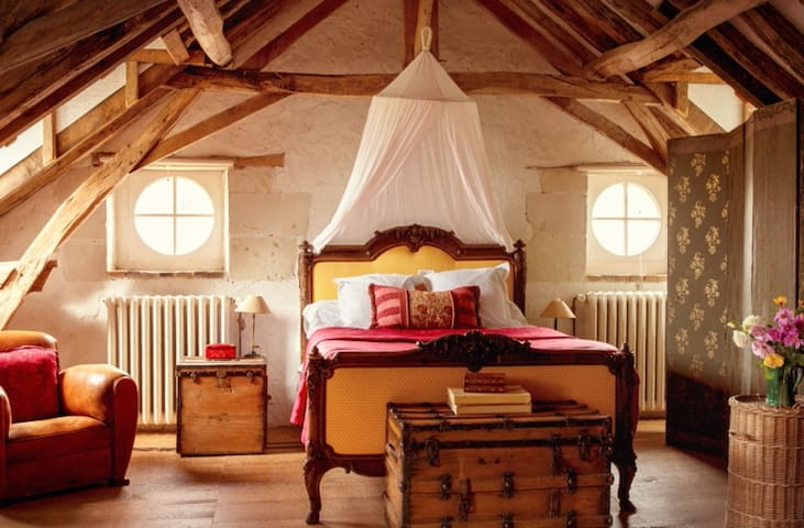 Aesthetic and Cosy French Suites. - Linières-Bouton - Bed & Breakfast