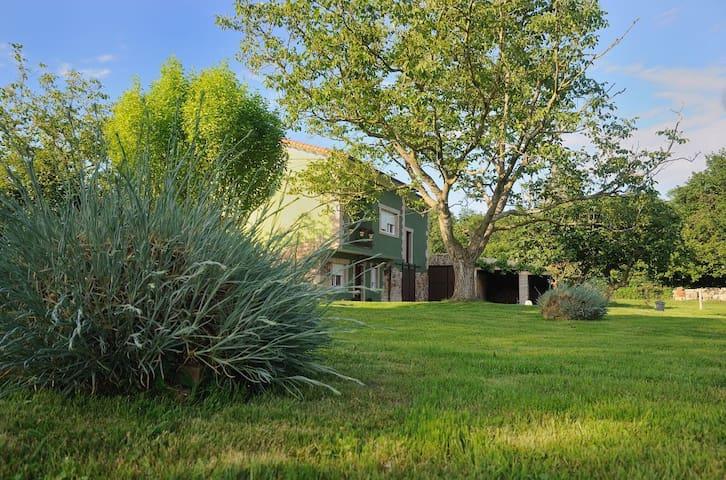 Casa con  Jardín en Cantabria