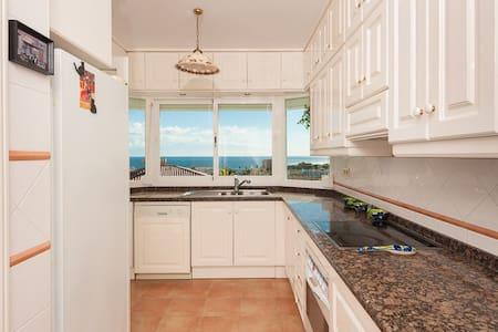 A beautiful 3 bedrooms villa in Riviera del Sol. - Mijas