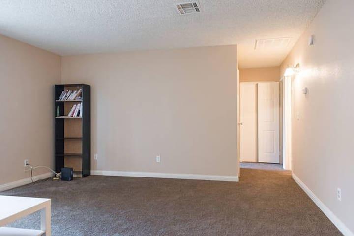 convenient apartment near airport and strip - Las Vegas - House