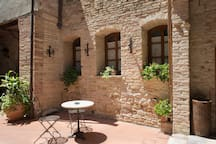 charming private room with indipendent entry and lovely courtyard.