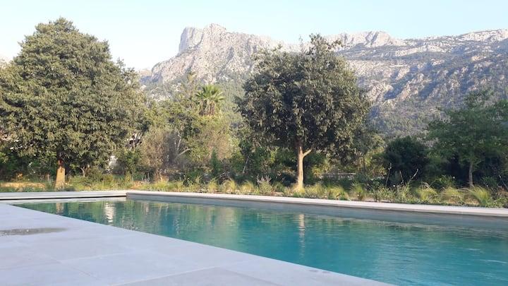 Villa en pierre, vue sur la montagne au calme