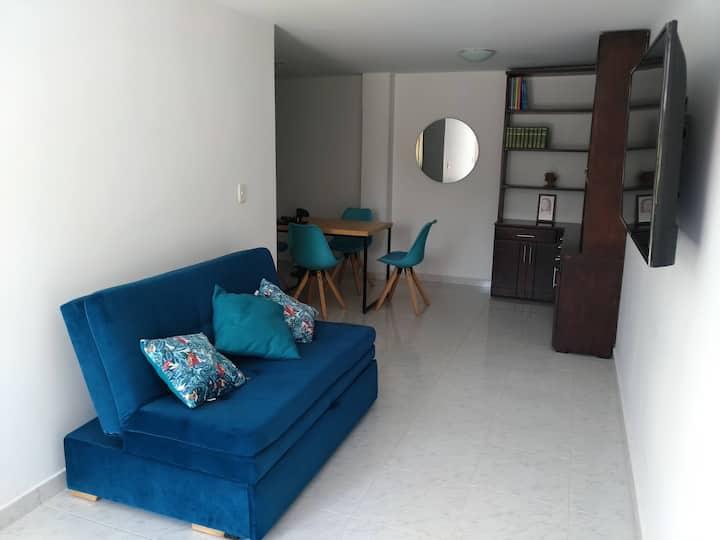 Apartamento independiente con parqueadero pequeño
