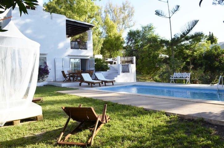 Charming villa w pool 15 min Ibiza - Santa Eulalia del Rio - House