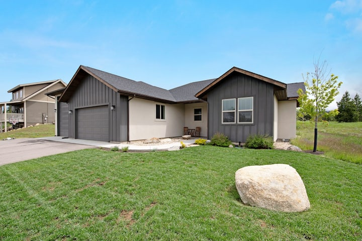 New listing! Gorgeous home w/ a patio & firepit - close to ski, golf, & the lake