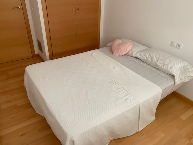 Nice, clean and comfortable room with double bed.