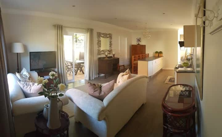Kingfisher Guest House 2 Bedroom Stylish Cottage