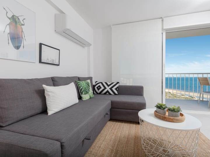 Miramar: Nice Apartment facing the Mediterranean Sea