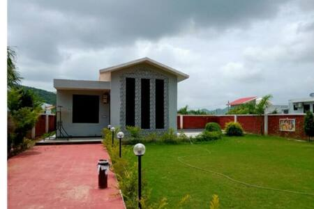 narayan villa,best fr family,friends or loved ones
