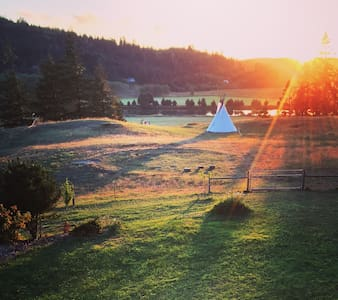Teepee with Expansive River Views - Coquille - Tipi