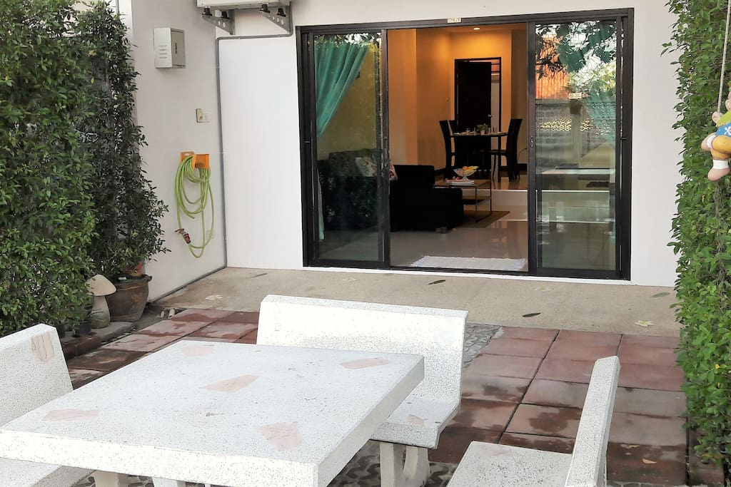 ENTRANCE WITH PRIVAT OUTDOOR SPACE